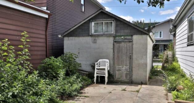 破旧的车库以729000美元的价格进入多伦多房屋市场