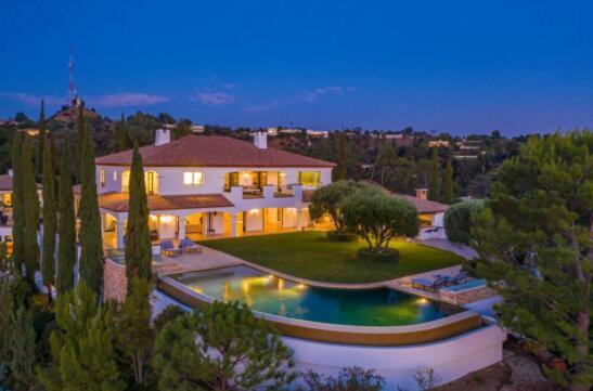在三个富裕的沿海市场投资1400万美元的房屋