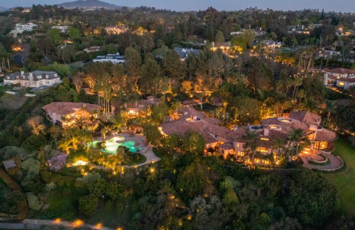 这座价值3500万美元的圣地亚哥庄园以法国莫奈花园为蓝本