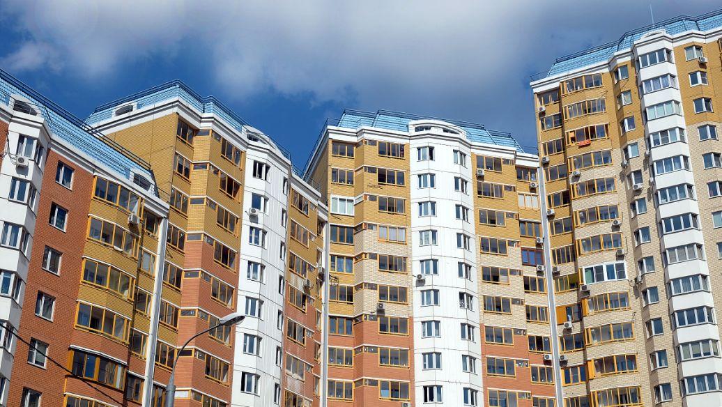 当地房地产经纪人鼓励买卖双方利用竞争激烈的房地产市场