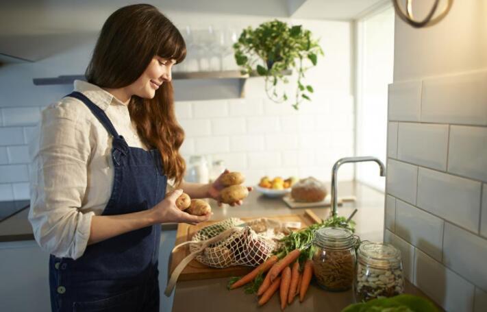 专业人士分享有关为富含蔬菜的饮食优化厨房的技巧