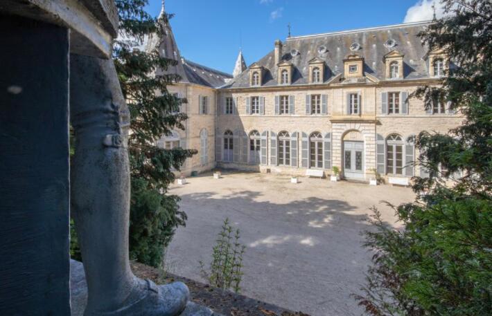 法国城堡在家庭中保留了几个世纪要价200万美元