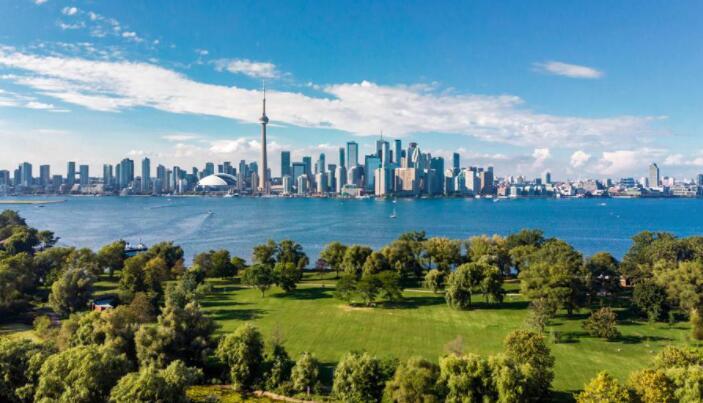 在维罗海滩与曼哈顿和多伦多附近以620万美元的价格出售房屋
