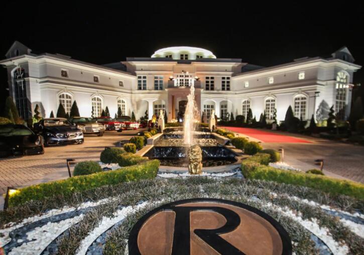 说唱歌手瑞克·罗斯谈房地产和修剪草坪的好处