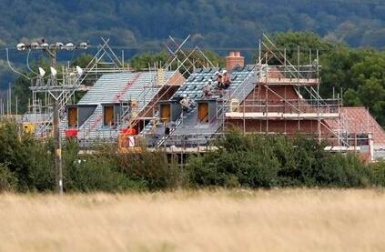 蓬勃发展的房地产市场帮助房屋建筑商Crest Nicholson扭亏为盈