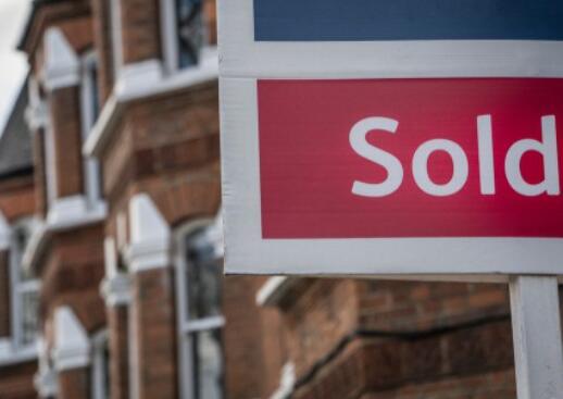 2021年售出的房产为688亿英镑