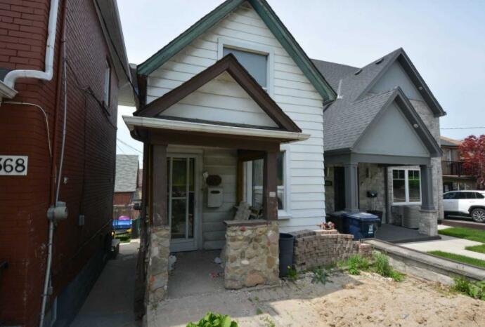 多伦多的五套房子挂牌价在700000美元或以下