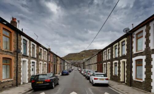 英国平均房价一年上涨25000英镑